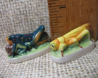 2 Grasshoppers Crickets Insect Bug Bugs Insects Grasshopper Cricket - French Feve Feves Porcelain Figurines Miniatures P72