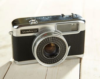 Film Camera Yashica. Half-frame camera Yashica Half 17 EE Rapid. With Original Case. Working Camera.