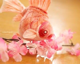 "Needle felted goldfish""Fukufukumaru-peach-"""