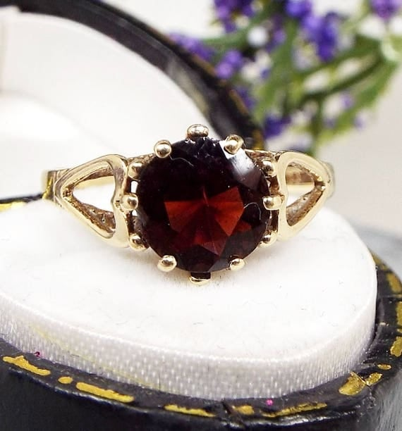 Vintage 1981 Victorian Style 9ct Yellow Gold Garnet Heart Solitaire Ring Size L 1/2