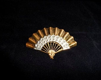 Art Deco FAN Brooch- Hand Fan Lapel Pin-Old Costume Jewelry-Ladies Fashion Accessory-Gold Tone Metal-Orphaned Treasure-013017K