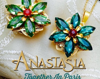 Together in Paris Anastasia Necklace Handmade Replica Emerald Peridot Green Flower Charm Anya Romanov Once Upon A December