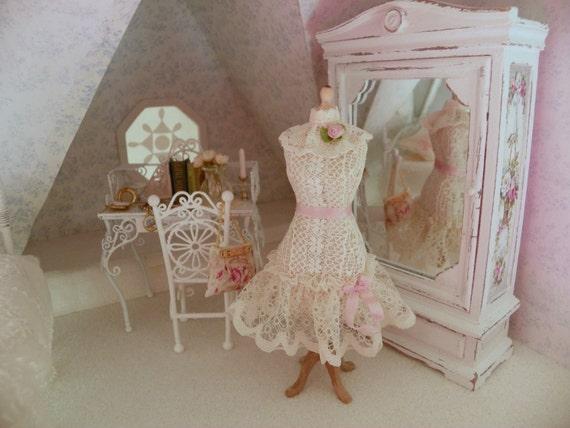 Miniature mannequin voor doll house - Shabby chique kamer ...