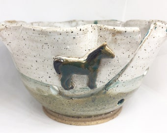 Pottery, Ceramic Pottery Yarn bowl for knitting with horse, Knitting Bowl, Yarn Bowl for crochet, Yarn Holder, Yarn Bowl, bowl for Knitting