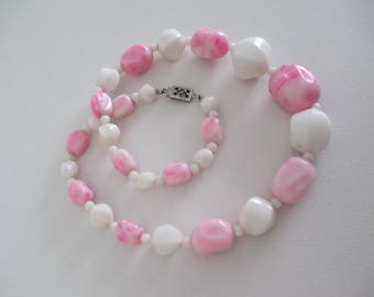 Vintage Retro Pink and White Bead Necklace 16 Inches Long Free Shipping