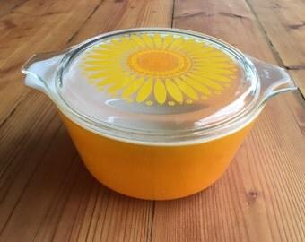 Vintage Pyrex Daisy/Sunflower Casserole Dish with Lid- 1 1/2 Qt.