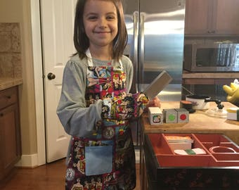 """Child's Apron and Oven Mitt-  Wonder Woman - check measurements 4+ (child in photo is 3'11"""")"""