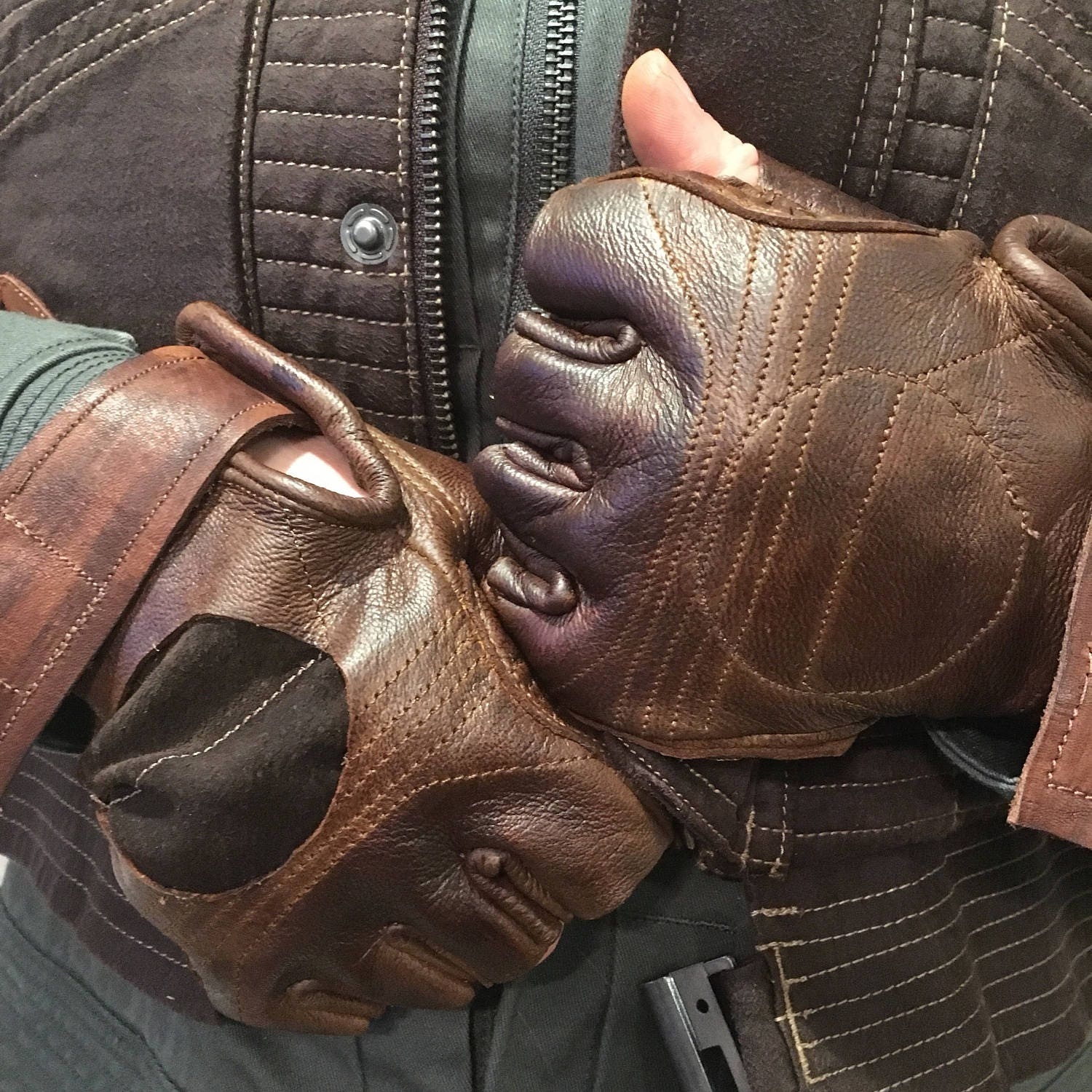 Black leather gloves with red buttons - Custom Jyn Erso Rouge One Leather Gloves