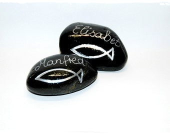 Name table stones with names and silver fish stickers