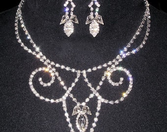 Style # 14086 - Reverse Fleur De Lis Drop Necklace and Earring Set