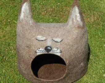 Felted wool cat cave, house. Cat Head. Made in SCOTLAND, Edinburgh. Made by Feltingstudio.