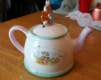 Peter Rabbit teapot - Peter Rabbit - collectable tea pot - teapot Peter Rabbit - vintage teapot - ceramic tea pot - rabbit - bunny