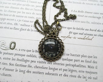Black cabochon necklace watch