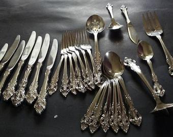 Oneida 'Cherbourg' Set of Silverware