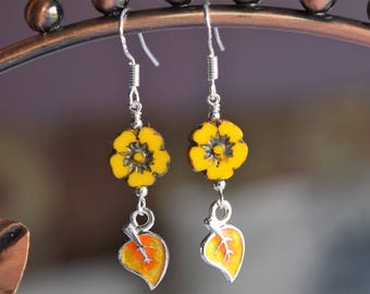 Sterling Silver Bright Yellow Flower With Leaf Earrings (22)