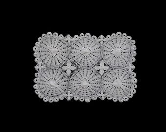 Vintage handmade woven lace crocheted doily -- white woven lace doily with looped border -- 15x10 inches / 38x25.5 cm