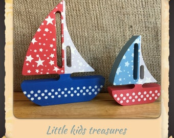 Freestanding chunky wooden sailboats - set of 2 (blue/red/grey) Little kids treasures