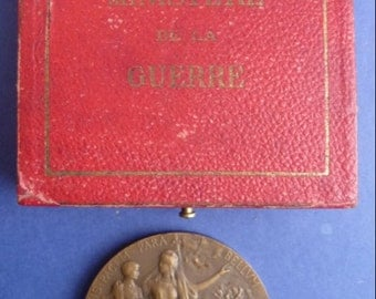 WWI French Military Preperation Soldiers Medal. Bronze In Original Case Of Issue. In Superb Condition.