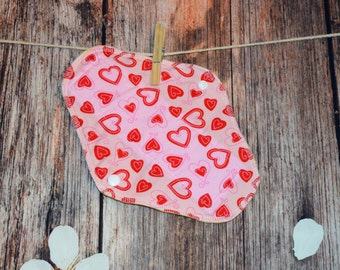 9.5″ Medium Pad – Regular to Moderate Flow – Love Hearts