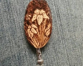 Lily flowers wood pendant