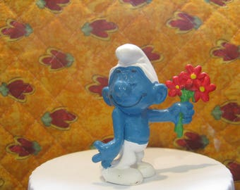 20044 Flower lover Smurf Made in W .Germany  schtroumpf schlumpf vintage Peyo 1978 CONDITION: VERY GOOD