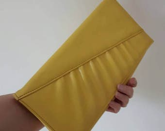 Vintage yellow 1970s clutch bag