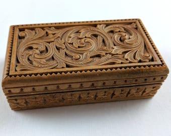 Antique hand carved stamp / trinket box, arabesque design