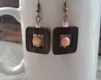 Wood earrings with pink beads