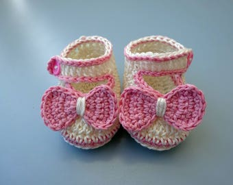 Crochet Baby shoes, Baby shoes, Custom baby shoes, fashion baby shoes, baby accessories with a little bow - light pink
