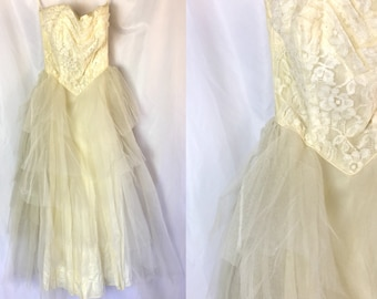 Xxs ** 1950s STRAPLESS ivory tulle tiered cupcake dress ** vintage fifties wedding prom dress