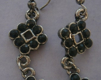 Z70a) A lovely pair of retro silver tone metal and black rhinestone glass drop hook earrings.