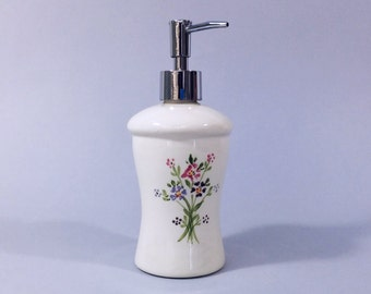 Soap dispenser, White ceramic soap pump, lotion pump, lotion dispenser, handmade, retro vintage style, gift for her, liquid soap dispenser