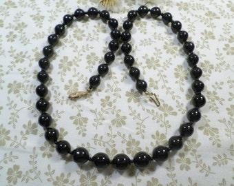 Beautiful Vintage Gold Tone Black Glass Beaded Single Strand Necklace  DL#9528