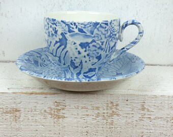 vintage tea cups and saucers, pretty blue chintz design