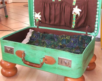 """Cat bed """"five Palms Resort Petbed"""" shabby upcycling vintage suitcase with solid wood feet. Comfortable, practical and beautiful to look at"""