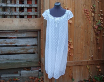 Vintage 1950's 60's White Babydoll with Puff Sleeves Nylon Negligee / Night Gown