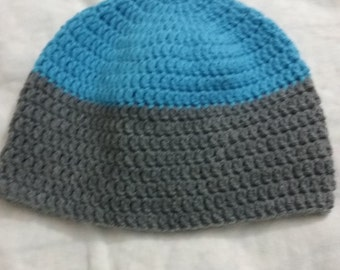 Men's beanie hat in blue and charcoal gray