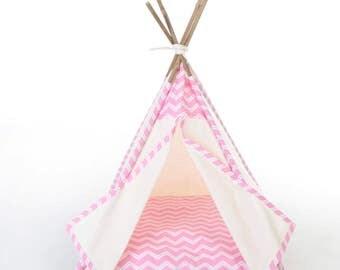 Pet teepee // Pink zig zag