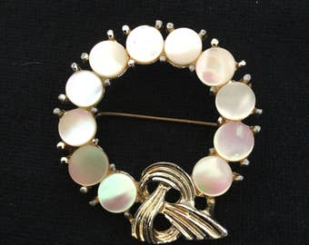 Mother of Pearl circle knot brooch