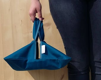 Pie backpack - wearing flat - blue oil