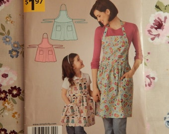 Misses and Child's Adjustable Apron - It's so EASY it's Simplicity A2319