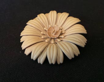 Vintage Oatmeal Cream Enamel Flower Brooch Pin