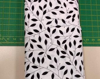 Cosmopolitan fabric. White Black leaf leaves vine quilters cotton quilting Benartex 1822