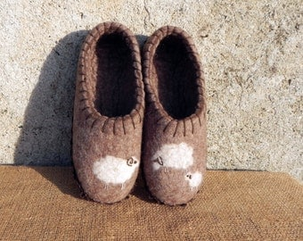 Natural brown 42-43 felted sheep slippers,42-43 EU size,8,5-9 USA,8-8,5UK,sheep slippers suede soles,natural woolen slippers,sheep  slippers