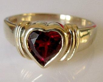 9ct Gold Garnet Heart Ring Size UK T