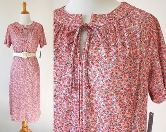60s/70s Pink Floral Dress - British Lady Short Sleeve Day Dress - Cute Pink Flower Dress with Front Zipper and Bow - Size Medium/Large