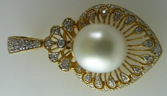 South Sea White Pearl 12.2mmx14.3mm Pendant with Diamond 0.47ct 18K Yellow Gold