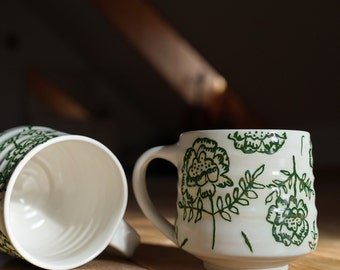 Tasse porcelaine Fleurs vertes | Poterie vert | Peint à la main | vert et blanc | Tasse à Café motifs | Tasse céramique