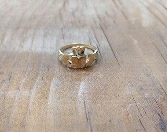 10k gold Claddagh Ring, Beautiful Solid Gold 10ct Claddagh ring, Irish ring, Love, friendship, loyalty symbol yellow, rose , white gold