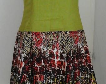 Wax and linen dress. flared at the bottom with hollow pleats
